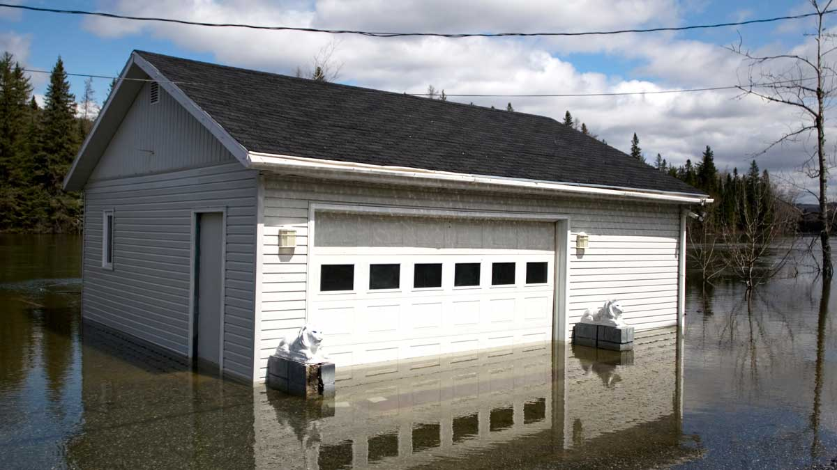 garage-door-flooded