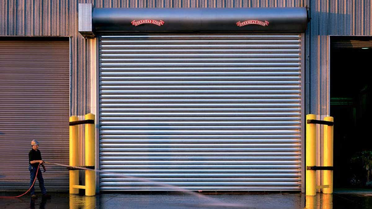 Commercial roll up garage door