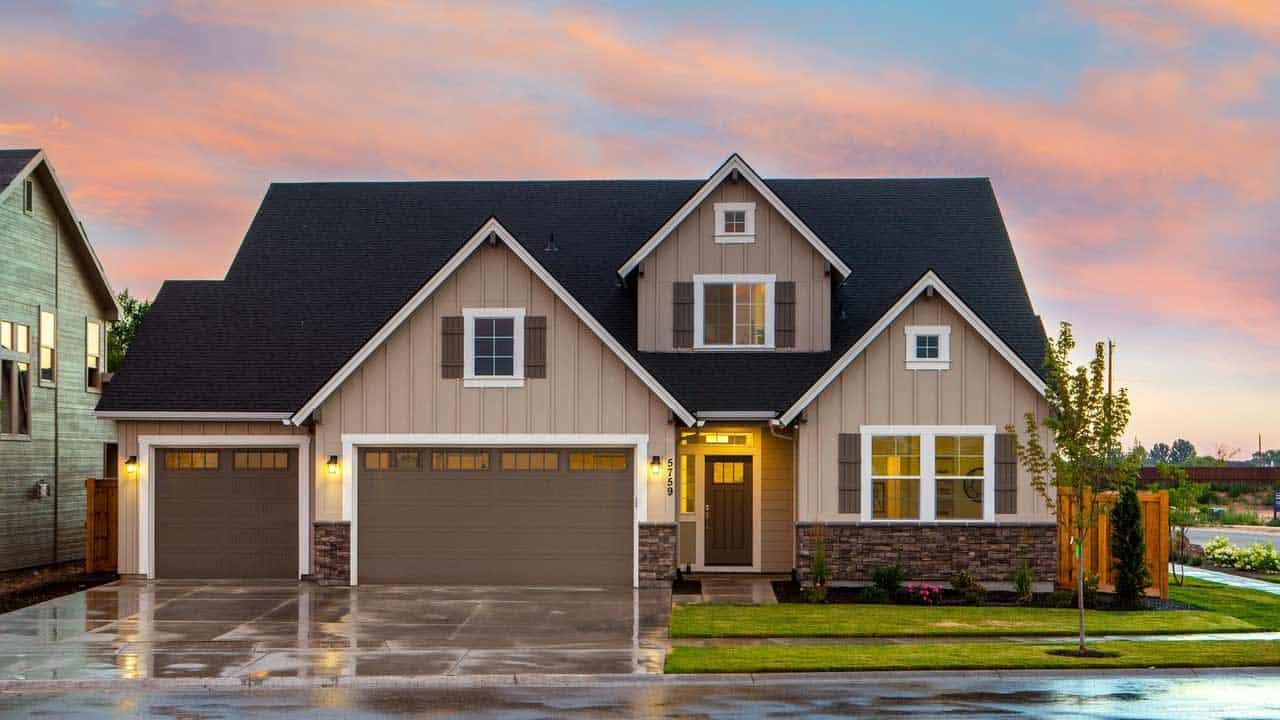 house with hurricane rated garage door